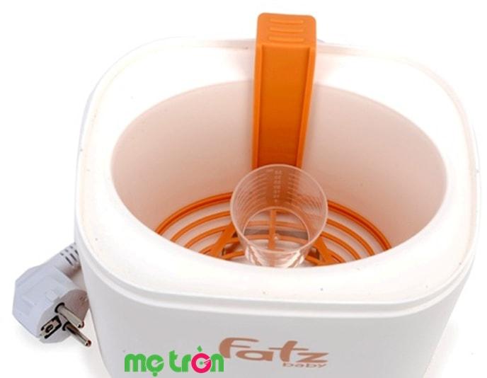 Máy có chức năng tiệt trùng bình sữa nhờ hơi nước