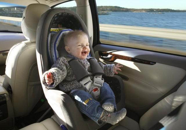 Những lỗi nguy hiểm dễ mắc phải khi sử dụng ghế ngồi ô tô cho em bé 9-sai-lam-nghiem-trong-gay-ra-hau-qua-khon-luong-khi-cho-be-su-dung-ghe-ngoi-o-to-3