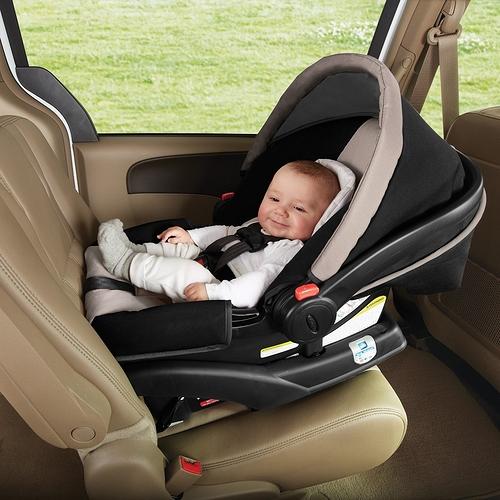 Có nên mua ghế ngồi ô tô cho bé không?