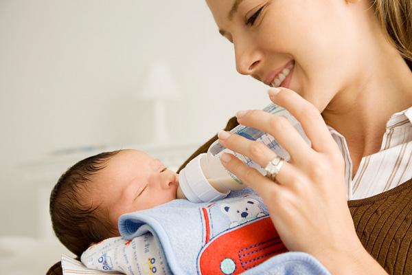 Mách nhỏ mẹ cách sử dụng máy hâm sữa an toàn và hiệu quả
