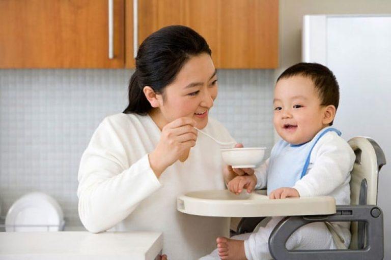Những lợi ích không ngờ của ghế ăn bột