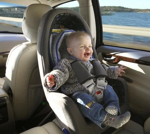 Những lỗi nguy hiểm dễ mắc phải khi sử dụng ghế ngồi ô tô cho em bé