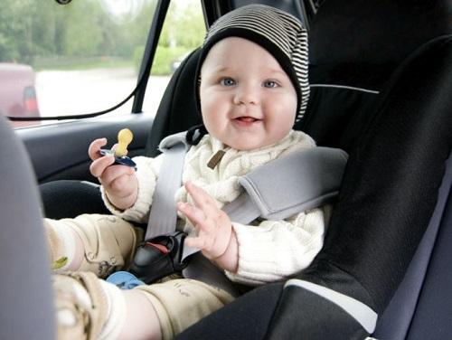 Những lưu ý cực quan trọng giúp mẹ chọn ghế an toàn cho bé ngồi ô tô