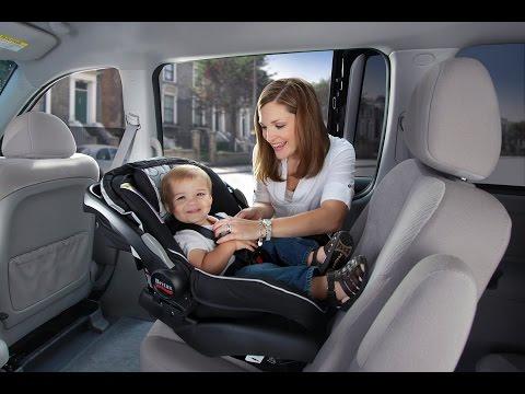 Nôi xách tay xe hơi - lựa chọn hoàn hảo cho những gia đình di chuyển bằng ô tô