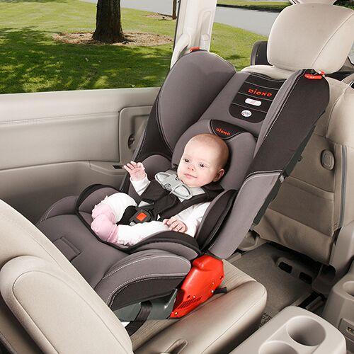 Tại sao bạn nên sử dụng ghế ngồi ô tô cho bé khi ra ngoài?