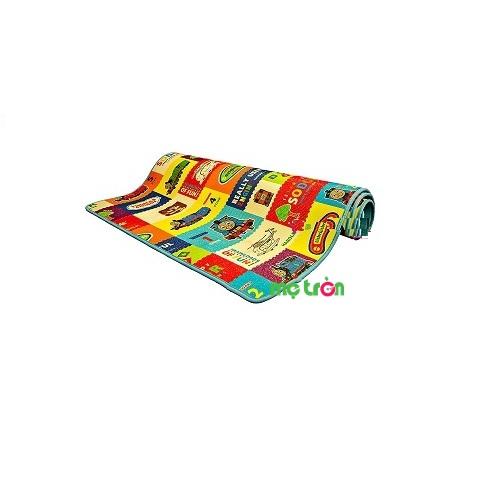 Thảm chơi em bé Vinalon có viền với hình ảnh sinh động (120 x 200 cm) là sản phẩm chất lượng mang thương hiệu Việt Nam, đây không chỉ là vật dụng nội thất đẹp trang trí cho gian phòng của bé mà còn là loại đồ chơi được trẻ em yêu thích, mang đến những bài học thú vị nhờ vào những hình ảnh con vậy, cây cối, chữ số đầy màu sắc.