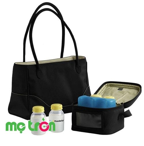 Túi xách tay bảo quản sữa chuyên dụng City Style Medela là sản phẩm chất lượng từ Thụy Sỹ đã có sẵn đá khô để có thể bảo quản an toàn cho 4 bình sữa 150ml trong suốt 12 tiếng giúp cho sữa luôn tươi ngon khi hút tại cơ quan và trên đường mang về cho bé.
