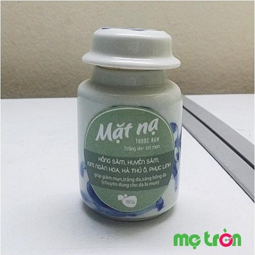Mặt nạ thuốc nam trắng da trị mụn cho mẹ sau sinh Việt Care là sản phẩm giúp chăm sóc làn da cho phụ nữ sau sinh, lấy lại vẻ đẹp, sự mịn màng trước đây. Sản phẩm từ các thành phần tự nhiên nên an toàn cho cả mẹ và bé khi sử dụng.