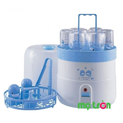 Máy tiệt trùng bình sữa của Đài Loan Kuku Ku9005 Ku9005 được sản xuất từ chất liệu cao cấp, bền bỉ, chịu nhiệt độ cao đảm bảo an toàn tuyệt đối cho sức khỏe của bé yêu. Nhờ thiết kế hoàn hảo nên máy sẽ có khả năng tiệt trùng cùng 1 lúc 6 bình sữa, núm ty và các vật dụng khác trong vòng vài phút