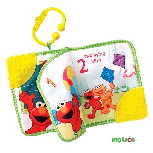 Sách gặm nướu Sesame Munchkin 74000 với hình bạn Elmo tinh nghịch là dạng sách vải kết hợp miếng ngậm nướu sử dụng cho bé khi mọc răng. Phần ngậm nướu được thiết kế mặt nổi để bé cảm thấy thoải mái. Sản phẩm có móc treo để dùng trên xe đẩy làm đồ chơi cho bé.