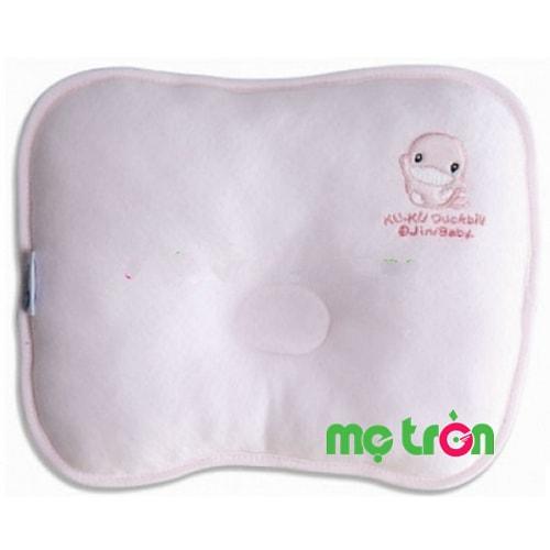 Gối cho bé Kuku Ku2020 với chất liệu bông mềm mại giúp bé khi sử dụng luôn cảm thấy thoáng mát, thoải mái. Ngoài ra sản phẩm có thiết kế lõm giúp định hình đầu bé trong khi ngủ, chống méo đầu cho bé trong giai đoạn sơ sinh. Với gối cho bé Kuku KU2020, em bé của bạn sẽ được bảo vệ trong khi ngủ và không còn cảm thấy ẩm ướt, khó chịu trong khi ngủ.