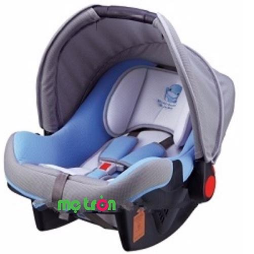 <p>Ghế ngồi ô tô KuKu cho bé Ku6031 chính là dòng sản phẩm tuyệt vời vừa có thể dùng làm ghế ngồi ô tô lại linh hoạt chuyển thành dạng nôi xách tay để việc di chuyển bế trở nên dễ dàng và thuận lợi hơn bao giờ hết. Ngoài ra với thiết kế bộ khung chắc chắn, lớp vải mềm êm ái bao bọc còn giúp định vụ được tư thế ngồi chuẩn cho bé, giúp bé không bị cong vẹo cột sống ngoài ra mang đến cảm giác thoải mái và dễ chịu cho bé trong suốt hành trình dài.</p>