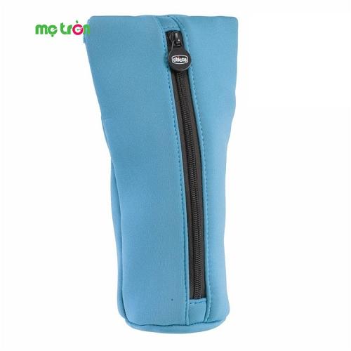 <p>- Túi giữ ấm bình sữa Chicco có mặt ngoài là chất liệu vải xốp mềm, mặt trong tráng bạc an toàn.</p> <p>- Phù hợp với hầu hết mọi loại bình sữa.</p> <p>- Thiết kế có quai xách tiện lợi.</p>