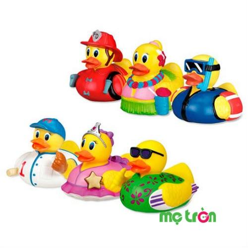 - Vịt phun nước bồn tắm vịt bé trai Munchkin 10262 (3 con) được làm từ chất liệu nhựa mềm rất an toàn. - Dành cho các bé từ 9 tháng tuổi trở lên. - Kiểu dáng sinh động, đáng yêu thu hút bé khi chơi.