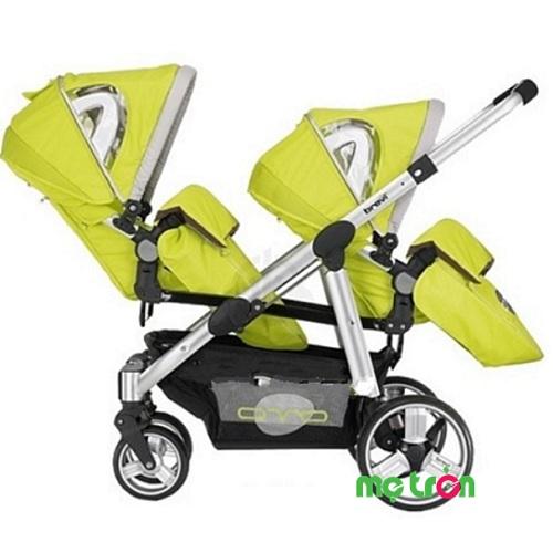 Xe đẩy đôi thiết kế đặc biệt Brevi Ovo BRE781-262 màu xanh lá là dòng xe đẩy cao cấp mang thương hiệu ý với thiết kế ghế ngồi 3 vị trí ngã lưng cùng với gác chân có 5 vị trí điều chỉnh, phù hợp với mọi tư thế nằm, ngồi của bé khi nghỉ ngơi. Sản phẩm sử dụng khung nhôm có hình Elip siêu nhẹ và bền, mang đến sự chắc chắn cũng như đảm bảo an toàn cho các bé. Hơn nữa, ghế xe có thể dễ dàng tháo rời, đặt hướng về phía trước hay hướng về phía sau để đẩy 2 chiều khi sử dụng. Thích hợp sử dụng cho trẻ từ 6 tháng 36 tháng tuổi.