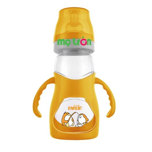 Bình sữa cong Farlin 250ml NF-903 có tay cầm tiện lợi được thiết kế với kiểu dáng bình cong kết hợp cùng thiết kế tay cầm tiện dụng sẽ giúp bé nhanh chóng làm quen với việc bú bình. Bên cạnh đó, núm ty silicon mềm mại của bình còn được thiết kế đặc biệt với van thông khí ở cuối để làm sữa chảy đều, chống sặc và chống tưa lưỡi, tạo cho bé có cảm giác dễ chịu như đang được bú ty mẹ.
