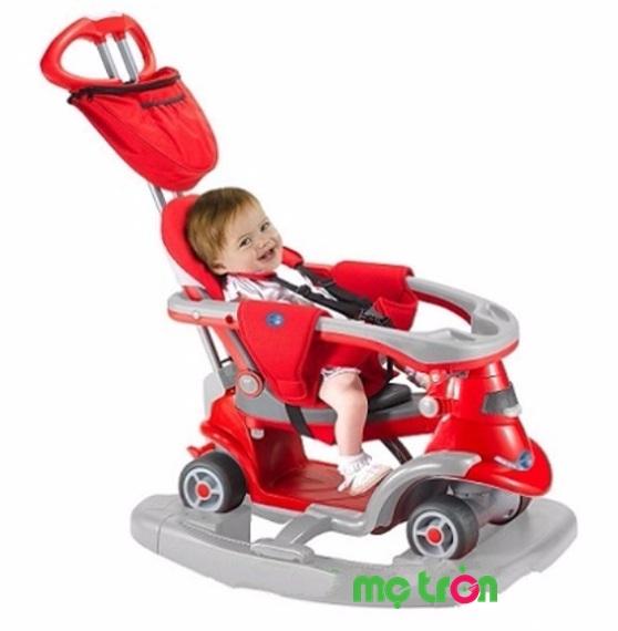 Xe thông minh Smart-trike AIO 4 trong 1 êm ái màu đỏ là sản phẩm được nhiều gia đình có con nhỏ tin tưởng lựa chọn. Xe thiết kế thông minh tích hợp 4 chức năng  trong 1 đó là xe đẩy cho em bé dưới 10 tháng tuổi, xe đẩy cho các bé từ 10 đến 14 tháng tuổi, xe chòi chân cho bé từ 14 tháng đến 2 tuổi và cuối cùng là xe Scooter cho bé từ 2 tuổi trở lên.
