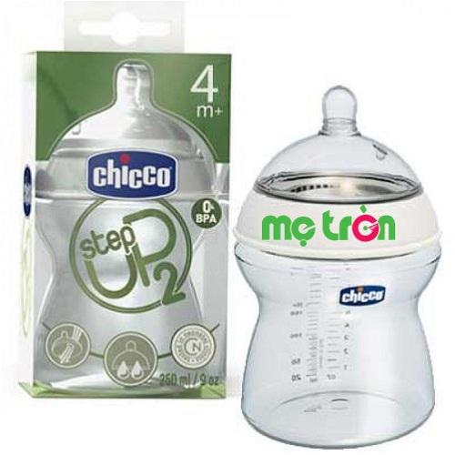 Bình sữa Step Up Chicco 250ml cổ rộng với núm ty mềm mại dành cho bé từ 4 tháng tuổi được làm từ chất liệu nhựa PP cao cấp, hoàn toàn không chứa BPA gây hại cho sức khỏe của bé.