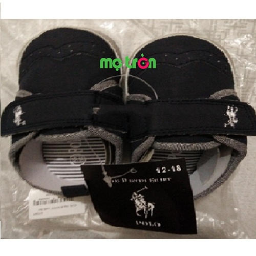 Giày tập đi dáng thêu ngựa phong cách SH04 màu xanh đen được thiết kế theo phong cách thể thao với đầu giày tròn, bảo vệ các ngón chân mềm mại của bé, kế hợp lỗ thoáng thoáng khí mang lại sự thoải mái cho bé khi mang. Mũi giày được làm dạng hình vòm cùng những đường chỉ thiêu đặc sắc, sẽ kết hợp nhịp nhàng với nhịp bước của trẻ, cho trẻ bước đi thoải mái, tự tin và an toàn.