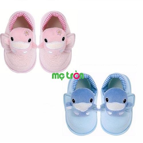Giày tập đi cho bé KuKu Ku2915 chất liệu thoáng mát (4 size) được thiết kế với mũi giày được làm từ chất liệu thoáng mát, kết hợp màu sắc tươi sáng mang đến cho bé sự thoải mái tối ưu khi vận động. Sản phẩm sử dụng chất liệu vài mềm không chất độc hại mang đến cho bé yêu những bước đi đầu đời vững chãi và tăng thêm sự đáng yêu cho thiên thần nhỏ khi mang.