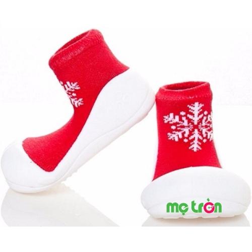 Giày Attipas X'mas là mẫu giầy cải tiến mới nhằm thúc đẩy cho sự tăng trưởng và phát triển của trẻ nhờ vào cử động hoạt bát của các chân do đế giày thiết kế mỏng và siêu nhẹ từ chất liệu silicon an toàn, có khả năng chống trơn trượt, giúp phòng tránh cho trẻ khỏi bị té ngã khi đi bộ. Sản phẩm có nhiều màu sắc cho bạn lựa chọn phù hợp với sở thích của con.