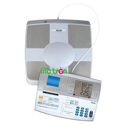 Cân sức khỏe và kiểm tra độ béo Tanita tiêu chuẩn quốc tế SC 330P được sản xuất theo công nghệ tiên tiến của Nhật bạn và gia đình theo dõi tình trạng sức khỏe hiện tại của mình một cách toàn diện nhất để từ đó có thể có mức điều chỉnh cho phù hợp. Với chiếc cân này bạn sẽ biết được đầy đủ các thành phần của cơ thể với dãy tiêu chuẩn Y tế,  kiểm tra độ béo và đưa ra kết quả trong 10 giây giúp bạn có thân hình cân đối và khỏe mạnh.