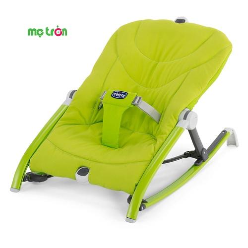 Chiếc ghế rung bỏ túi Pocket Relax Chicco 0M+ pha xanh là một sản phẩm được thiết kế thông minh, độc đáo và dễ sử dụng. Ghế rung có lớp đệm nằm mềm và êm, là một trong những sản phẩm được ưa chuộng nhất hiện nay, không chỉ vì sự tiện dụng mà ghế rung mang lại mà còn là sự thích thú của bé khi nằm lên mà còn giúp bé có giấc ngủ ngon