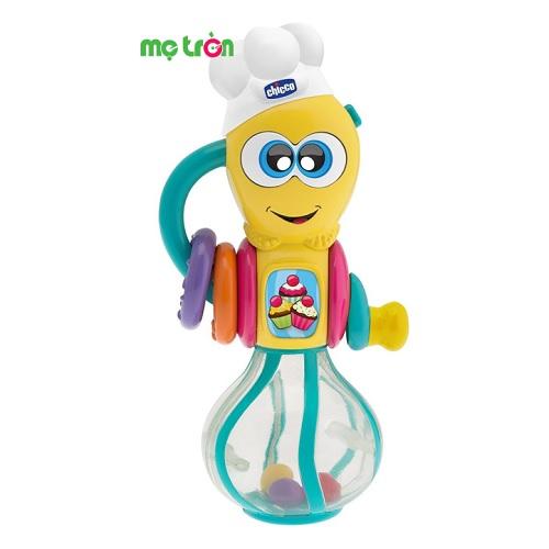 Xúc xắc có phát nhạc hình đầu bếp nhí Chicco được thiết kế mô phỏng theo hình chú đầu bếp đáng yêu cùng màu sắc tươi sáng sẽ khiến bé thích thú khi chơi. Sản phẩm được làm từ chất liệu nhựa cao cấp, rất bền và an toàn, không chứa BPA, phát ra âm thanh vui nhộn và có thể phát sáng theo nhạc mỗi khi lắc tay mang đến cho trẻ những giờ phút chơi đùa vui vẻ.