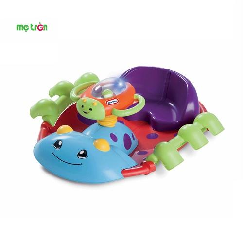- Đồ chơi hình con bọ Little Tikes LT-631993M thiết kê dành bé từ 9 tháng - 3 tuổi. - Thiết kế lưng ghế tựa cao giúp hỗ trợ cho bé ngồi chắc chắn. - Có bánh lái khi xoay phát đèn và nhạc vui nhộn.