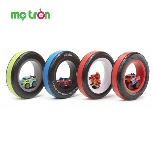 <p>- Vòng đua Xe Tire Racer nhiều màu Little Tikes cho bé năng động LT-638572M được làm từ chất liệu cao cấp, an toàn cho bé.</p> <p>- Khuyến kích trí tưởng tượng và khả năng vận động cho trẻ.</p> <p>- Bánh xe lăn tròn khiến bé thích thú khi chơi.</p>