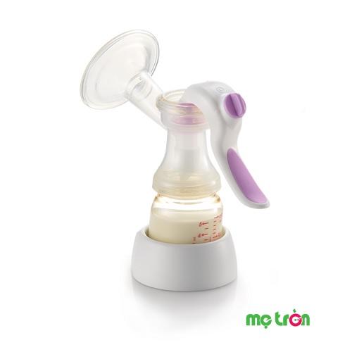 <p>Máy hút sữa bằng tay cho mẹ Richell RC20941 là một trong những sản phẩm cao cấp của thương hiệu nổi tiếng đến từ Nhật Bản. Máy hút sữa được thiết kế tiện dụng với 2 chế độ hút có thể điều chỉnh, massage, kích thích ra sữa cho mẹ sử dụng dễ dàng hơn và được mô phỏng như việc tự nhiên như bé đang bú sữa mẹ để kích thích sự tiết sữa ra nhiều hơn.</p>