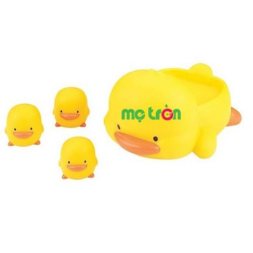 - Bộ đồ chơi tắm đàn vịt cho bé Piyo PY-880081B được làm từ chất liệu an toàn không BPA - Thiết kế những chú vịt con và vịt mẹ có thể nổi trên mặt nước. - Dành cho bé từ 6 tháng tuổi.