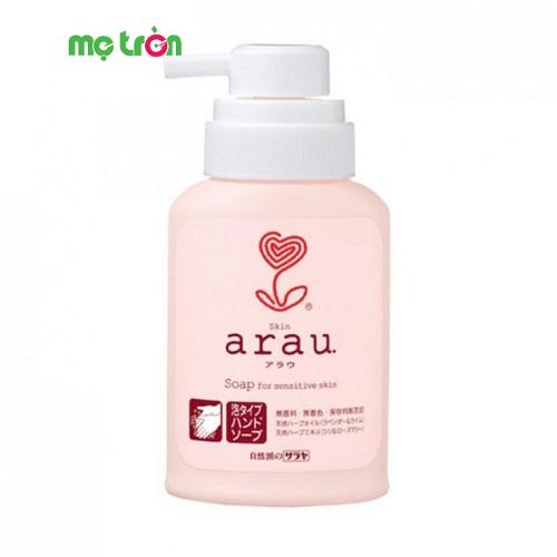 Nước rửa tay Arau Baby dạng bình 300ml là sản phẩm  được chiết xuất từ các thành phần thảo mộc thiên nhiên mang đến tác dụng diệt khuẩn cao giúp nuôi dưỡng và bảo vệ cho làn da tay khỏe mạnh. Ngoài ra, nước rửa tay có mùi thơm nhẹ nhàng, tự nhiên, tươi mát của cây cỏ cho bạn cảm giác nhẹ nhàng và thư giãn khi sử dụng.