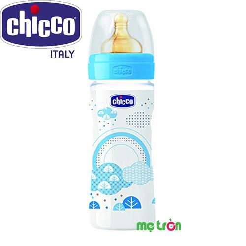 Bình sữa Welbeing núm cao su Mây xanh 250ml Chicco 114517 là dòng bình sữa đa dạng nhất của Chicco với chất liệu bình từ nhựa PP tuyệt đối an toàn, không chứa BPA. Điểm đặc biệt của sản phẩm là van chống sặc tích hợp ngay tại núm ty với các tốc độ dòng chảy đa dạng, bên con từ những ngày tháng đầu đời tới cả khi chuyển sang ăn đặc.