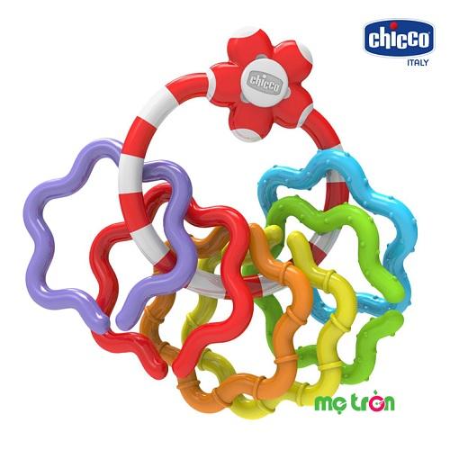 Xúc xắc cầm tay Hoa sao Chicco 114877 được thiết kế hình chùm hoa sao xinh xắn cùng màu sắc tươi sáng sẽ khiến bé thích thú khi chơi. Xúc xắc được làm từ chất liệu nhựa cứng, rất bền và an toàn, không chứa BPA, phát ra âm thanh vui nhộn mỗi khi lắc tay mang đến cho trẻ những giờ phút vui chơi thoải mái. Thích hợp sử dụng cho cả bé trai và bé gái từ 3 tháng tuổi trở lên.