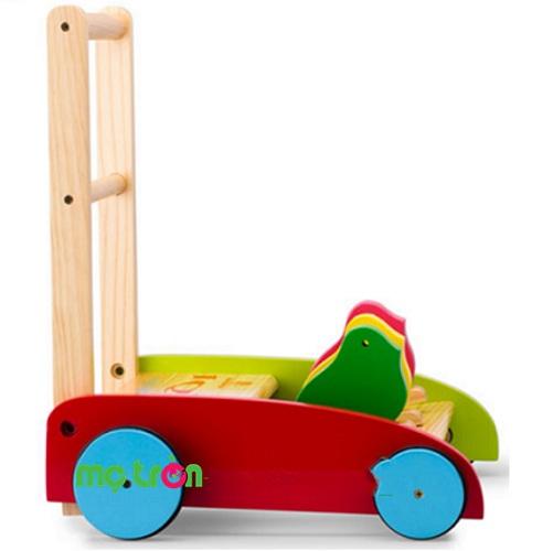 Xe tập đi bằng gỗ thông mịn hình con chim IQtoys HTP008 gồm có thanh vịn, gióng xe, gầm xe thiết kế nhẵn mịn nên rất an toàn cho bé. Bánh xe tròn được bọc viền cao su không gây tiếng cót két khi đẩy, tạo được lực ma sát giúp không làm xe trượt nhanh.