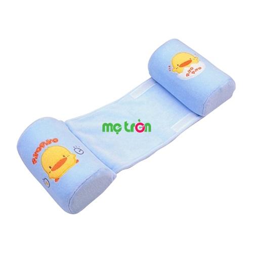 Gối chặn ngủ bằng vải cho bé Piyo PY-810485Y được làm từ chất liệu vải cao cấp, không làm ảnh hưởng đến làn da non nớt của bé. Gối có tác dụng giúp bé không lăn ra khỏi vị trí ngủ, 2 đầu chặn có hệ thống chống ngạt đảm bảo không gây nguy hiểm gì cho bé.