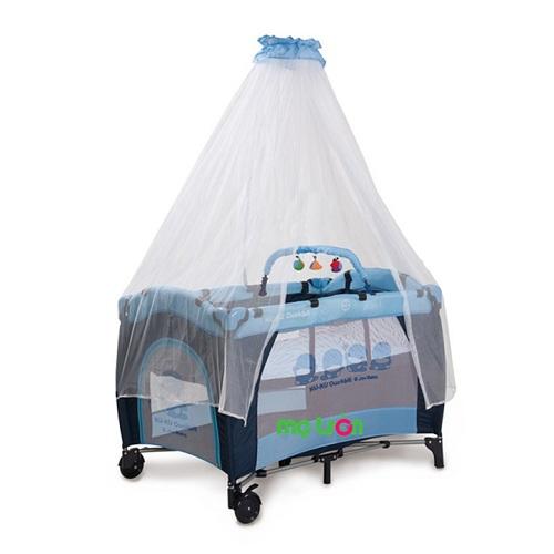 Một chiếc nôi xinh xắn và êm ái sẽ mang đến cảm giác dễ chịu và dắt bé vào giấc ngủ ngon lành. Nôi Ku.Ku KU6024 với kiểu dáng thanh nhã và tiện ích cao sẽ là sản phẩm không thể thiếu trong gian phòng của các bé cưng. Nôi Ku.Ku KU-6024 có kèm theo màn chống muỗi để bảo vệ bé khỏi côn trùng cũng như có kèm theo đồ chơi bên trong để bé luôn thư giãn với những món đồ chơi lung linh.