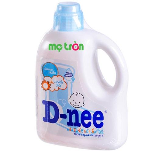 Dung dịch giặt xả Dnee 960ml màu xanh giúp quần áo bé luôn mềm mại