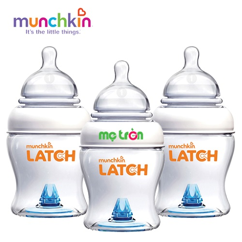 """Bộ 3 bình sữa Munchkin Latch (4oz) chất liệu nhựa an toàn BPA Free dòng sản phẩm chất lượng cao cấp của Mỹ với thiết kế độc đáo mới lạ. Bình sữa được thiết kế núm ty """"moving"""" hoạt động mô phỏng cơ chế ti mẹ, van thông khí đặt phía đáy bình, giúp bé kiểm soát dòng sữa chảy cũng như giảm đau bụng, nôn trớ. Đặc biệt là với bộ 3 bình sữa giúp mẹ tiết kiệm được một khoản chi phí."""