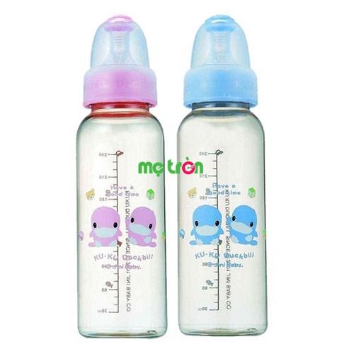 Bình sữa 240ml KUKU 5812 làm từ chất liệu nhựa an toàn cho bé là dòng sản phẩm chất lượng được nhiều bậc phụ huynh yêu thích và lựa chọn cho bé sử dụng. Kiểu dáng bình thon dài tiện lợi với nắp bình hình vịt KUKU dễ thương chắc chắn sẽ giúp mẹ chăm sóc bé tốt nhất.