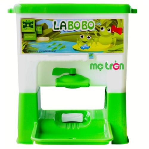 Bồn rửa tay chất liệu nhựa an toàn cho bé Labobo được sản xuất bằng chất liệu nhựa nguyên sinh PP đạt tiêu chuẩn QCVN 12-1:2011/BYT từ  Bộ Y Tế về an toàn với bao bì cũng như dụng cụ bằng nhựa tổng hợp giúp tiếp xúc trực tiếp với các thực phẩm, nên mẹ hãy yên tâm khi cho bé yêu sử dụng.