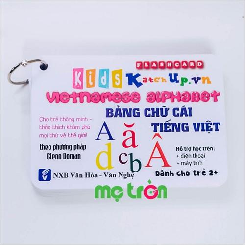 <p>- Bộ Flashcard cho bé Tiếng Anh KatchUp bảng chữ cái tiếng Việt gồm 30 thẻ thông minh về chữ cái.</p> <p>- Sản phẩm được làm từ chất liệu giấy glossy cao cấp, 4 góc bo tròn an toàn tuyệt đối.</p> <p>- Chữ in rõ ràng, hình ảnh đẹp mắt cho bé tiếp thu nhanh hơn.</p>